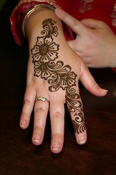Simple Mehndi designs - 12