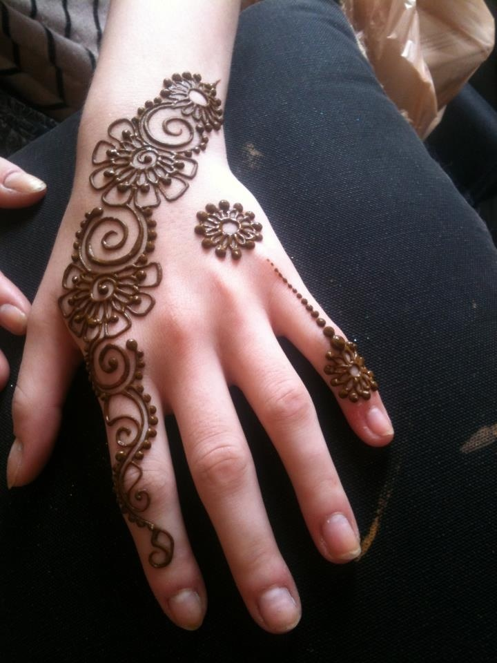 Simple Mehndi designs - 4