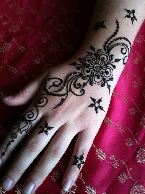 Simple Mehndi designs - 9